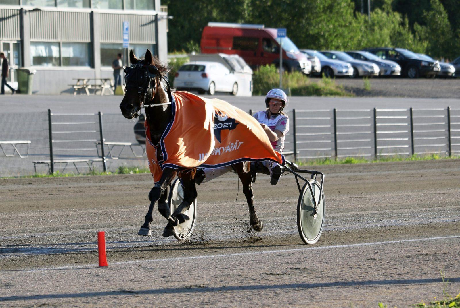 Sara Hautamäki voitti Flirtingillä.