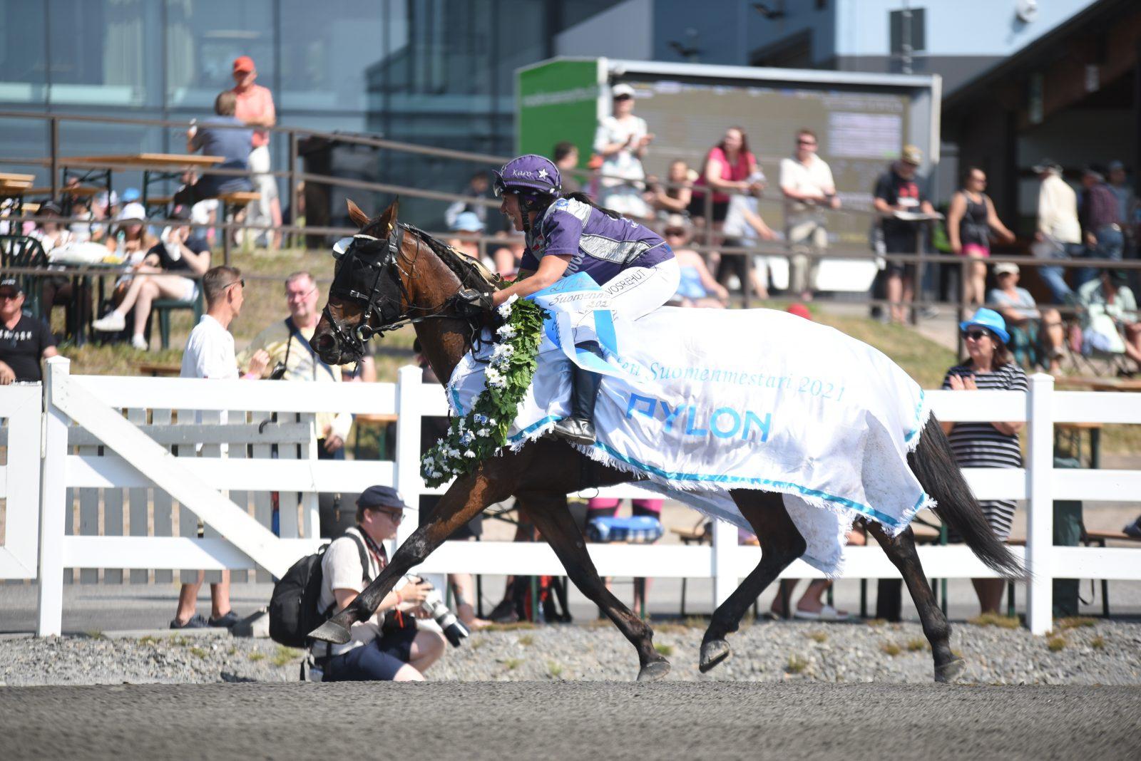 Karoliina Sinkkilä voitti Suomen mestaruuden Target Kronoksella