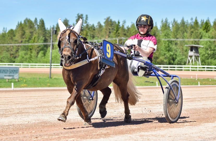 Maari Ji ja Mindi Kuusisto lähtevät puolustamaan kotirataa Oulun Pony Expressissä. Kuva: Hippos / Selma Kärkkäinen.