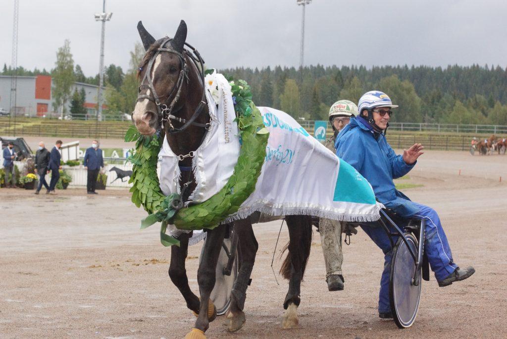 Ville Kalle vei Keskisuomalaisen Derbyn. Kuva: Hippos / Merja Ahola-Turpeinen.