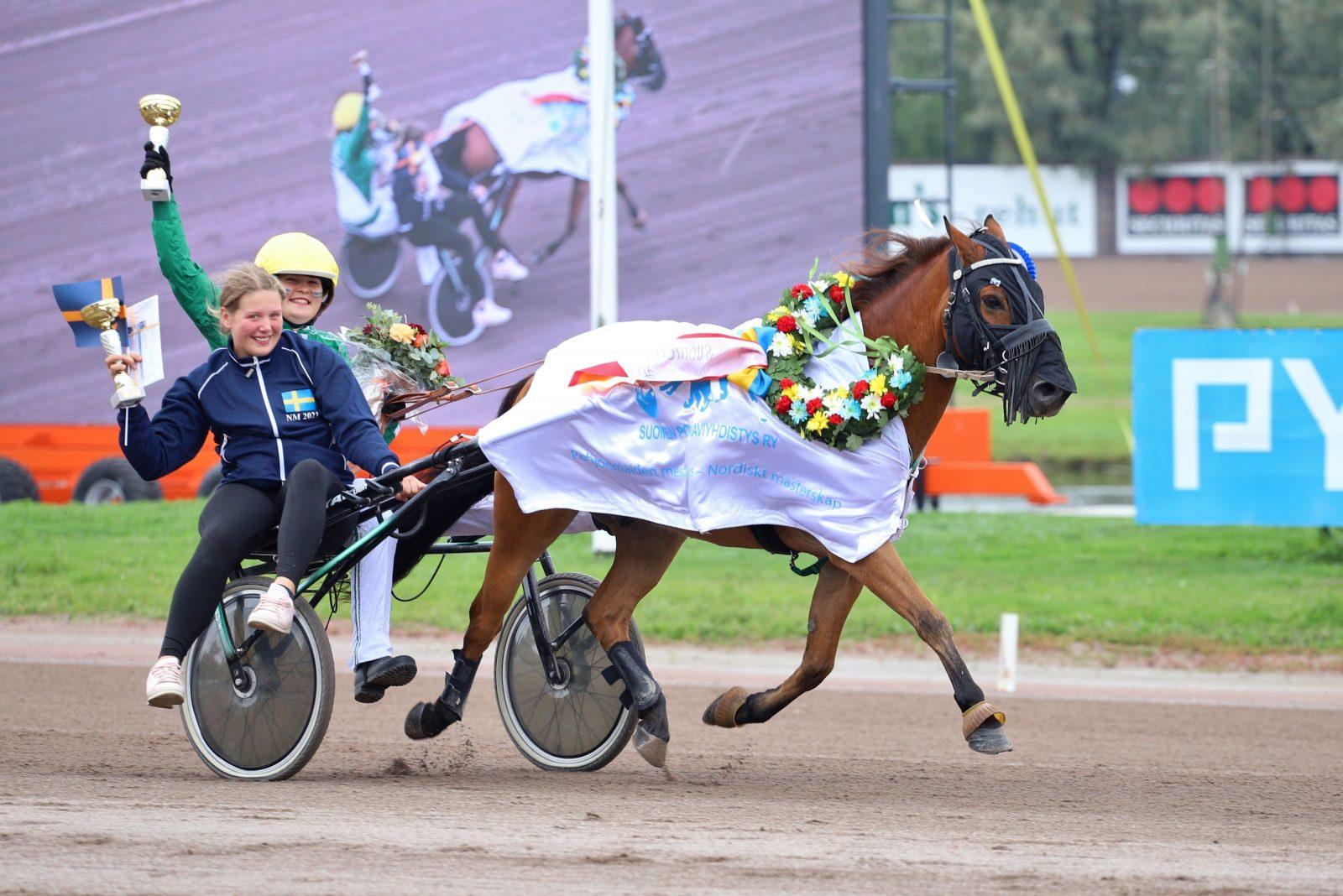 Ekslätts Twilight ja Katariina Hall ovat vuoden 2021 Pohjoismaiden mestarit. Kuva: Hippos / Kaisa Stengård.